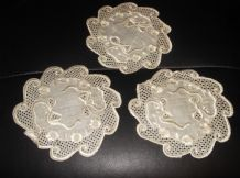 "3 X ANTIQUE TABLE PROTECTORS SATIN EMBROIDERED CREAM SILK 6"" DIA BOWS FLOWERS"